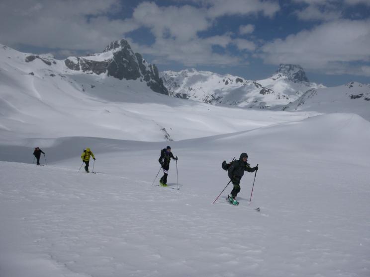 Subiendo hacia el collado de Arroyetas. Anayet y Pic du Midi d'Ossau