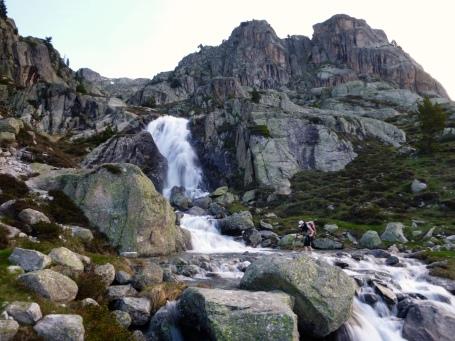 Los arroyos de Cambales, desbordantes