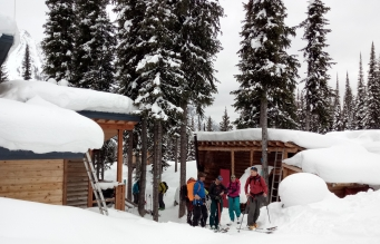 Un nuevo día de ski comienza en ICE CREEK LODGE