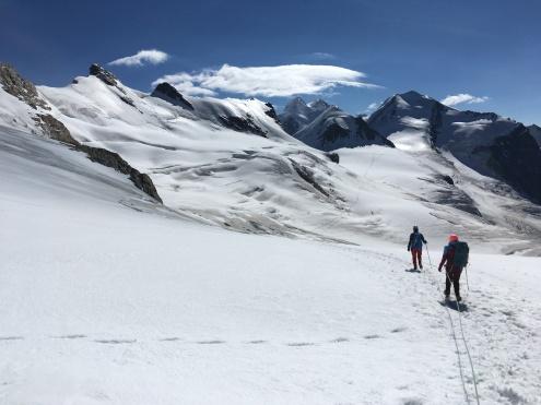 Camino hacia Roccia Nera y el refugio de Guides d'Ayas