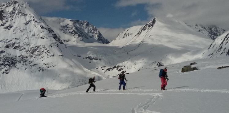 Esquí de montaña en noruega guía de montaña